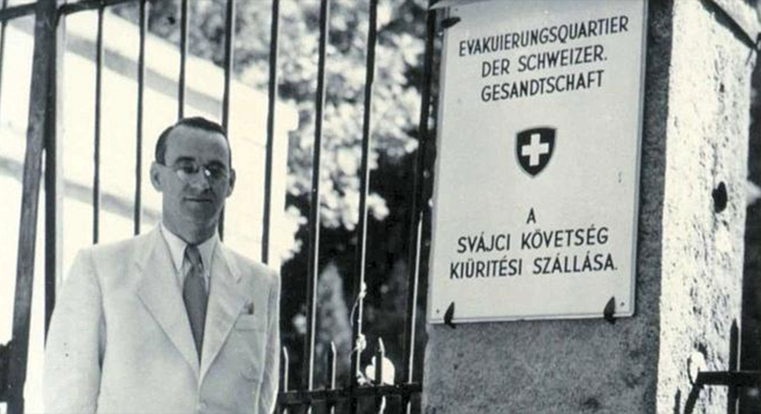 Carl Lutz as Vice Consul in front of the Swiss Embassy in Budapest.