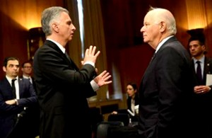 President of the Swiss Confederation and Chairman-in-Office of the Organization for Security and Cooperation in Europe (OSCE) Didier Burkhalter and U.S. Senator Ben Cardin, Chairman of the U.S. Helsinki Commission, in conversation before the hearing. © Keystone