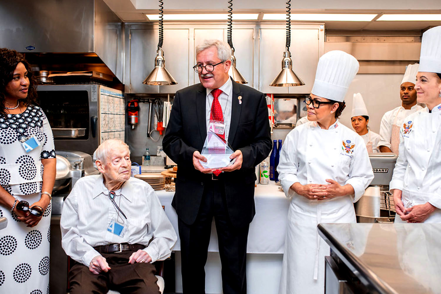 Swiss Chef Henry Haller receiving the 2018 Tell Award by Ambassador Martin Dahinden in the kitchens of the White House in Washington, D.C.  © Embassy of Switzerland