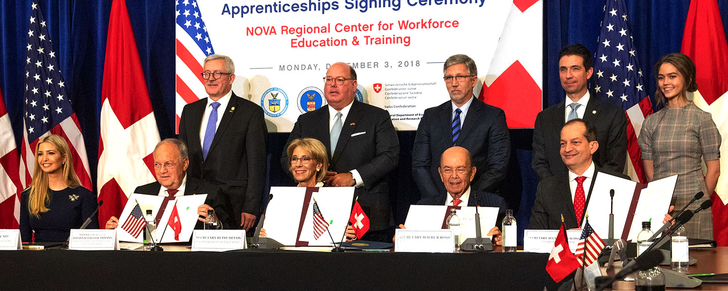 Swiss Federal Councillor Johann N. Schneider-Ammann signs Memorandum of Understanding with Secretary of Education Betsy DeVos, Secretary of Commerce Wilbus Ross, and Secretary of Commerce Alexander Acosta at NOVA Community College in Woodbridge, VA. © U.S. Department of Education